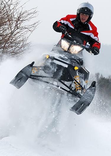 Expert snowmobiling