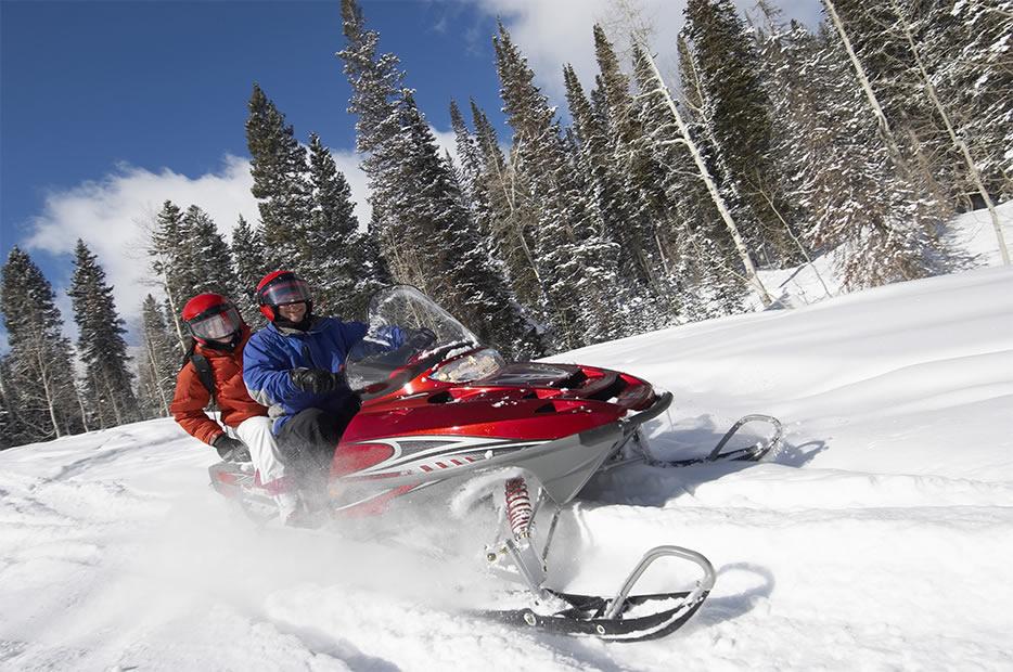 SnowmobilingAdventures1