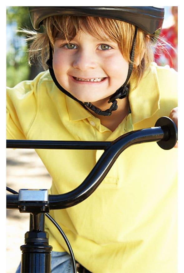 Kid-enjoying-a-bike-ride-in-Utah