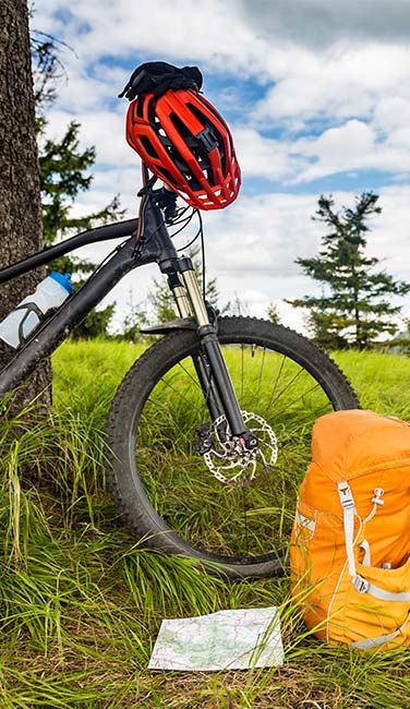 Mountain-biking-equipment-in-the-woods